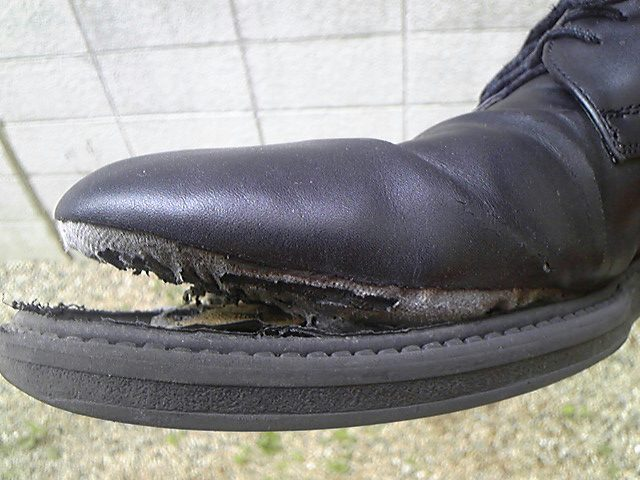 靴がぱっくり