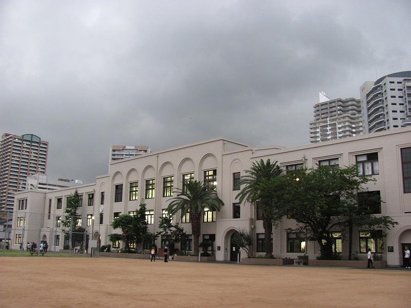 cos/078)雨降りの新長田・旧二葉小学校