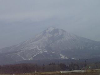 ♪会津磐梯山は宝の山ァヨォー